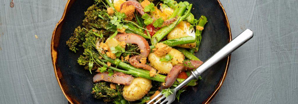 Silli-parsakaali-salaatti & sinappivinegretti